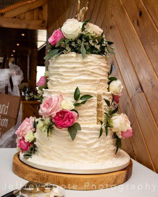 Harmony Club, adk, cake, wedding, buttercream, reception, slice the cake, NY, upstate, the fancy cake box