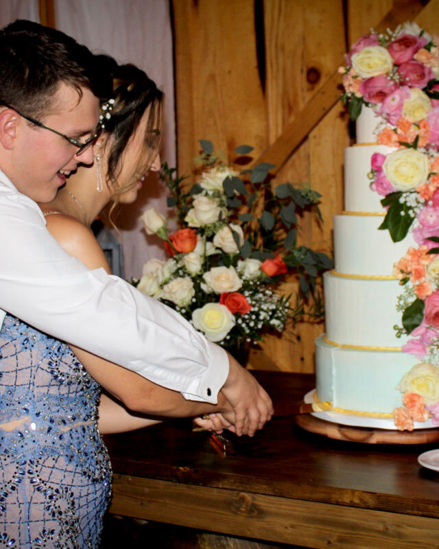 ADK, first slice, NY, bespoke, wedding, cake, flowers, elegant, the fancy cake box,