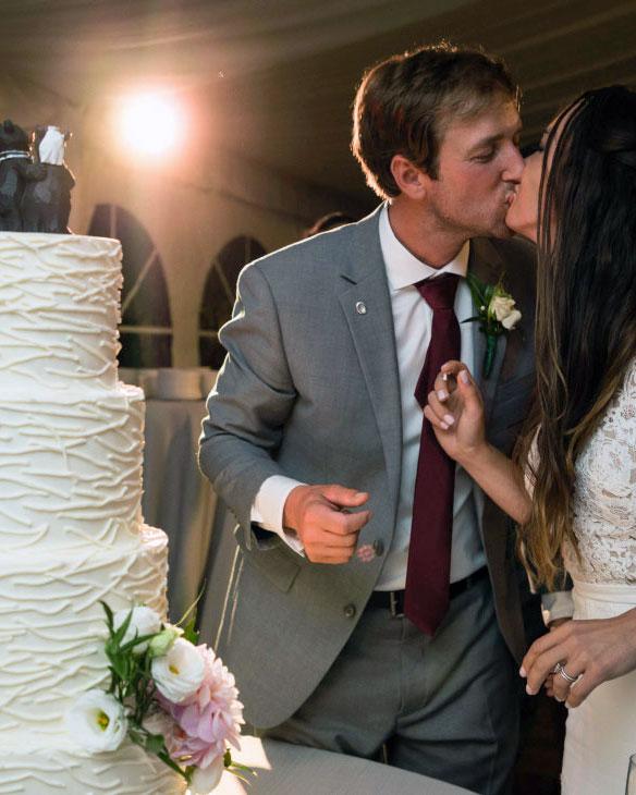 kiss, bears, twigs, cake, white, flowers, st. huberts, lake placid, ADK, NY, the fancy cake box