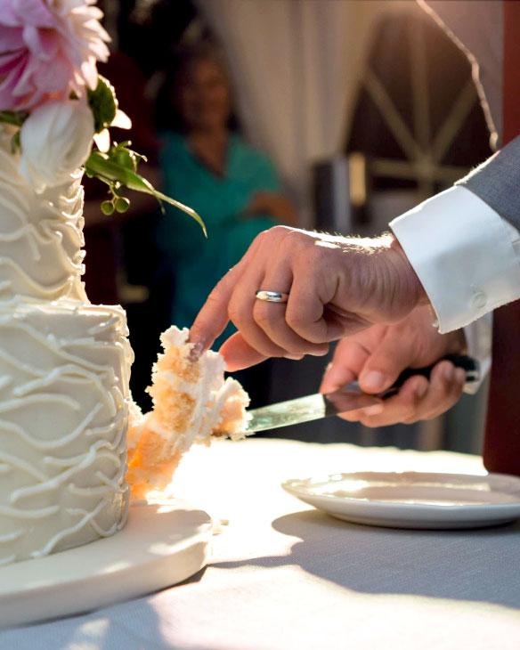 St. Huberts, buttercream, slice the cake, wedding, reception, Fancy Cake Box, Upstate, NY