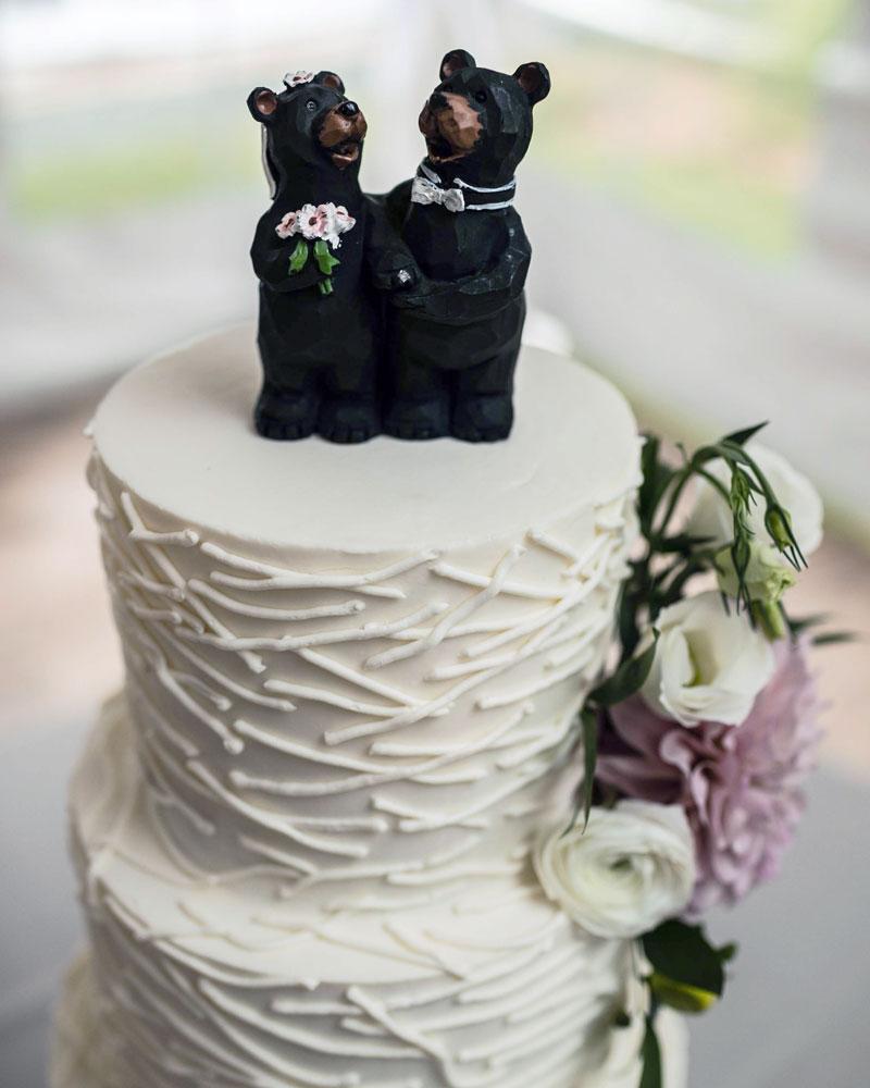 bears, twigs, cake, white, flowers, st. huberts, lake placid, ADK, NY, the fancy cake box