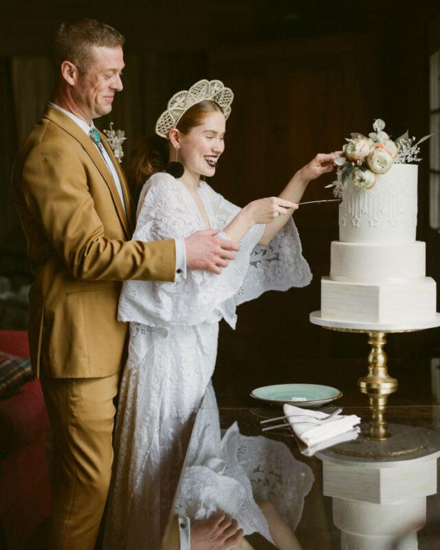 adk, wedding, fondant, reception, slice the cake, NY, upstate, the fancy cake box