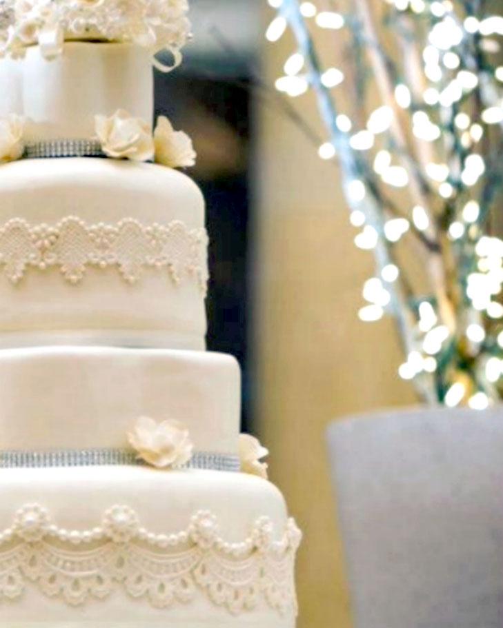 elegant, cake, wedding, white, flowers, gum paste flowers,Hall of Springs, NY, the fancy cake box