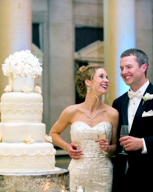 love, elegant, cake, wedding, white, flowers, gum paste flowers,Hall of Springs, NY, the fancy cake box