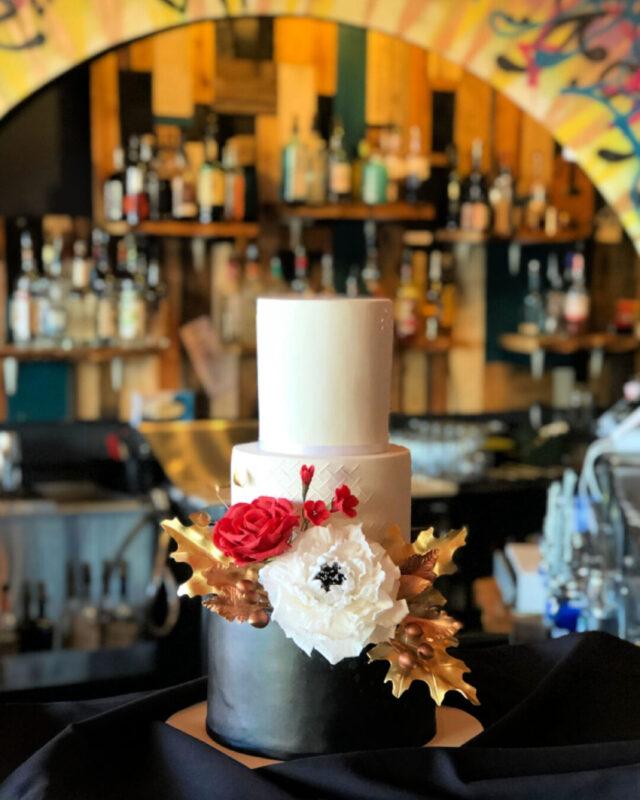 lake placd, NY, bespoke wedding cakes, beautiful wedding cake, elegant wedding cake, black wedding cake, gum paste flowers, designer wedding cakes, elegant wedding, the fancy cake box