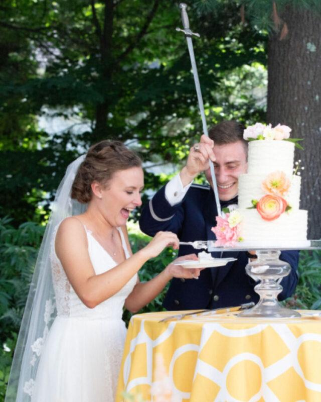 lake placid, NY, bespoke, beautiful wedding cake, elegant wedding, gum paste flowers, designer, elegant wedding, the fancy cake box